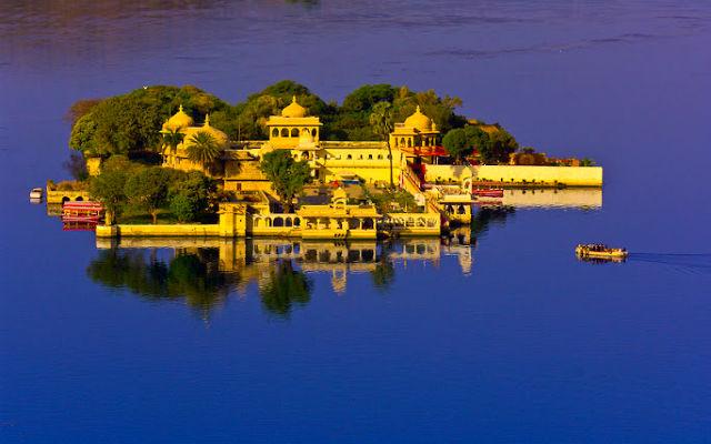 Водный дворец в Удайпуре